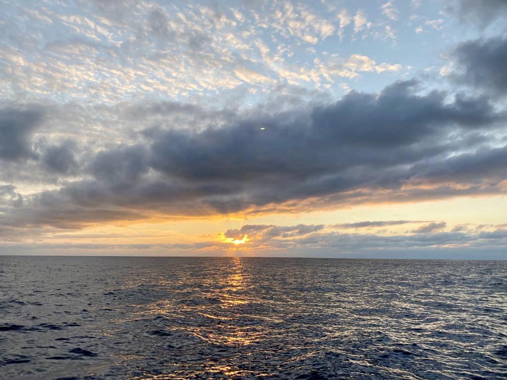 Sonnenuntergang mitten auf der Biskaya